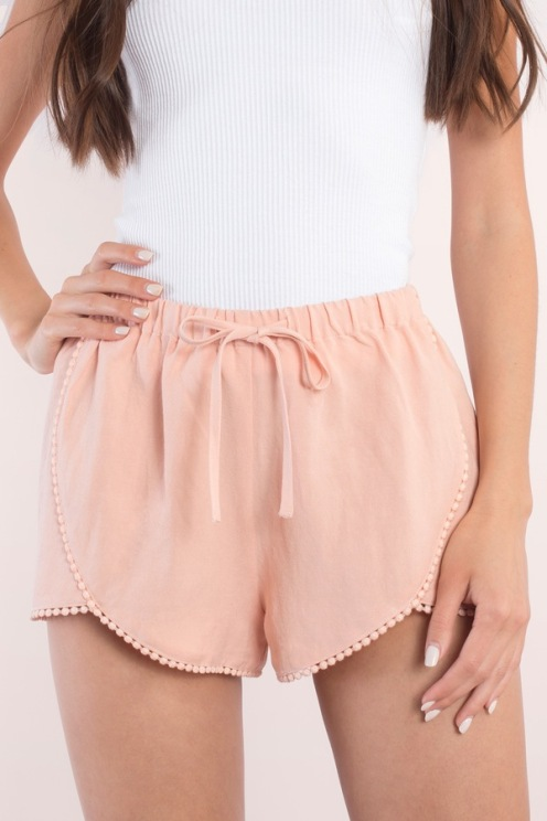 BAILEY BLUSH TULIP SHORTS from www.tobi.com