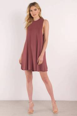 SHAY WNE SLEEVELESS SHIFT DRESS from www.tobi.com