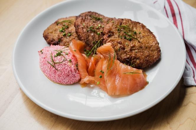 dinner_latkes_salmon_tobiko1